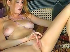 Pink titted Jamie Lynn tickles h...