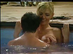 Hot kissing in the pool