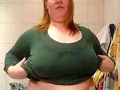 Plumper show her boobs