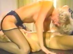 Pornstar Nina Hartley eating muf...