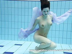 Aneta shows her gorgeous body un...