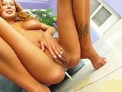 Sabrina Rose gets pee after toyi...